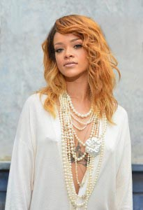 RihannaChanel11-205x300[1] - 2